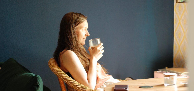Sarine trinkt Kaffee - Woche in Bildern 30. Mai